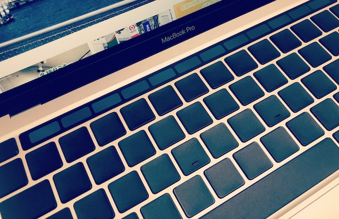 MacBookPro完全無刻印化!TouchBarはBetterTouchTool、キーボードはブラックアウトステッカー